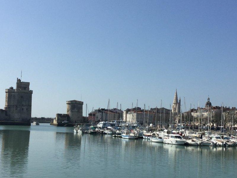 A 50m des Tours de La Rochelle...