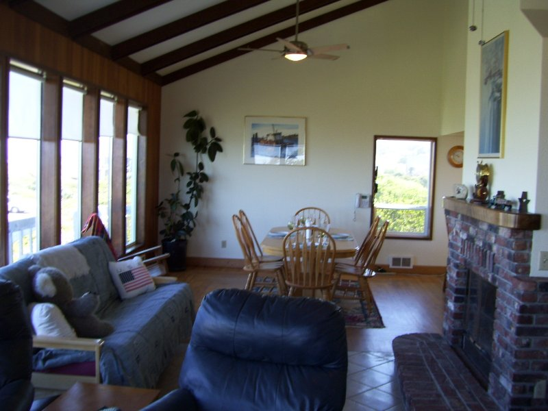 SALTY DOG OCEANFRONT HOME  ROGUE SHORES GOLD BEACH, vacation rental in Ophir