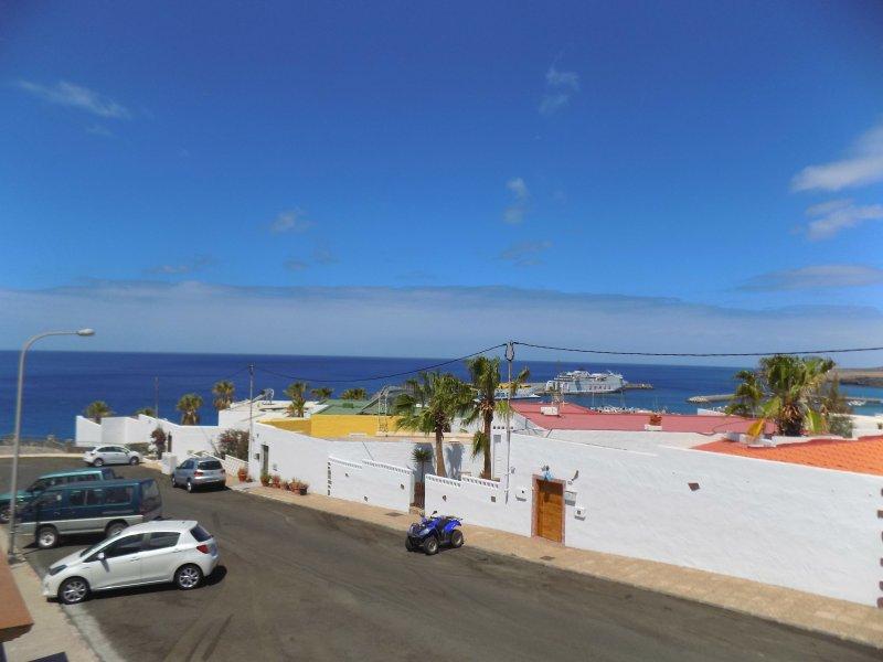 esta es la vista desde la terraza, que da a la entrada principal de la vivienda