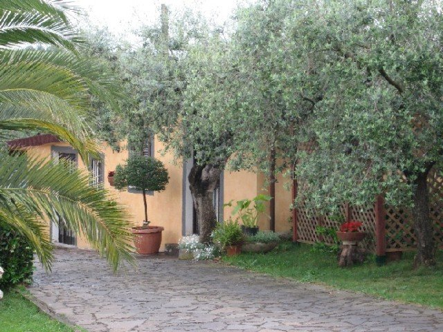 Charming 1 bedroom house south rome, holiday rental in Borghesiana