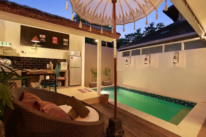 Cuisine et salle à manger extérieure donnant sur votre piscine privée