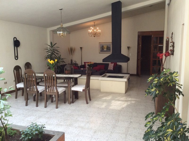 Beautiful Home in Historic Quetzaltenango, vakantiewoning in Guatemala