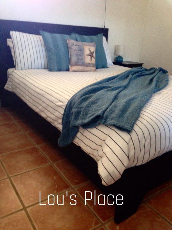 One bedroom studio apartment - queen size bed