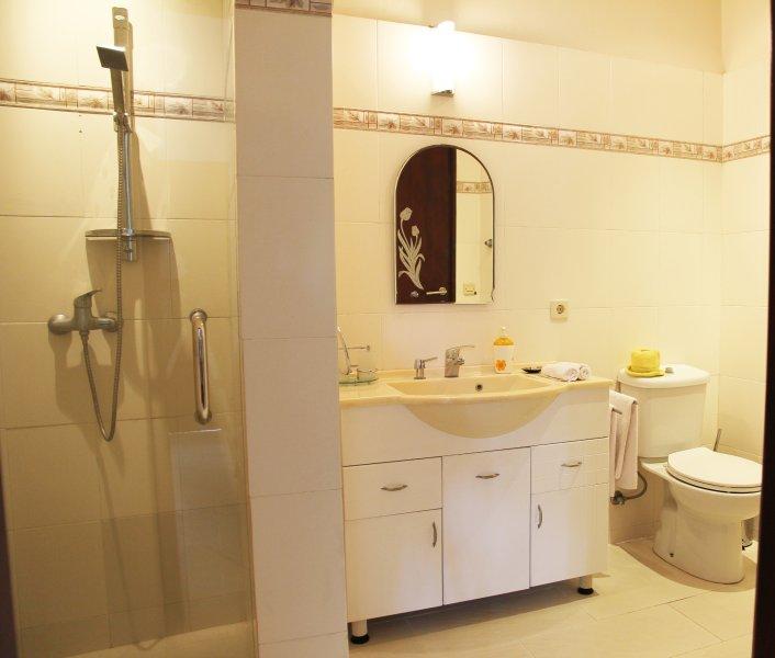 Bahagia bathroom bungalow