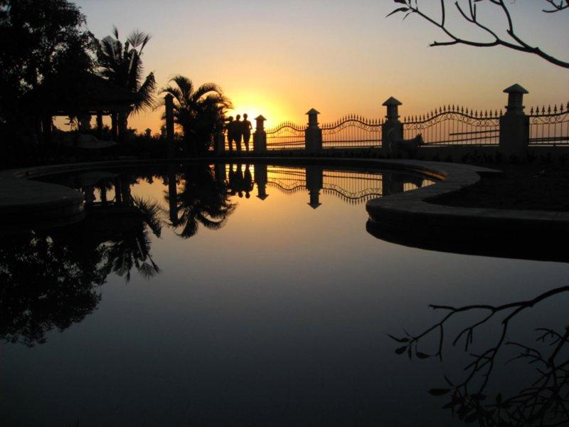 Bahagia sunset