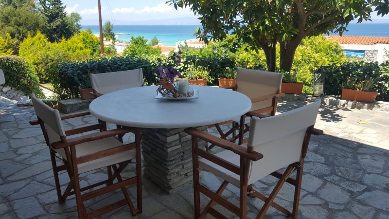 Gorgeous beach front apt in Chalkidiki, holiday rental in Afytos