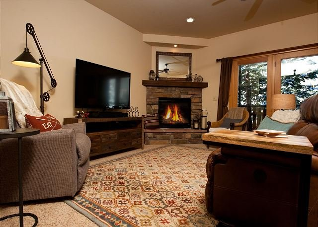 Mountain Townhome - Great Views - Ping Pong Table - Professionally Decorated, holiday rental in Durango