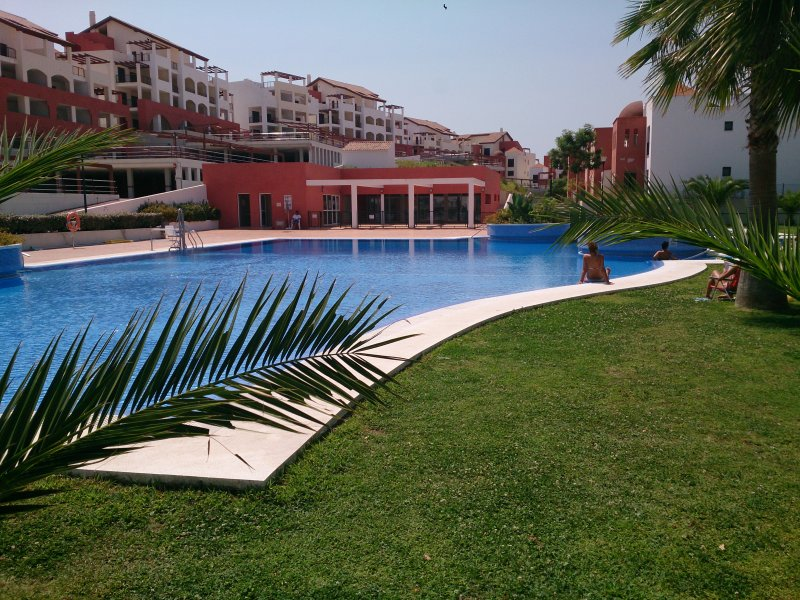 GOLF LOVERS NEW COSY APARTMENT FOR 6 IN AYAMONTE, vacation rental in Costa Esuri