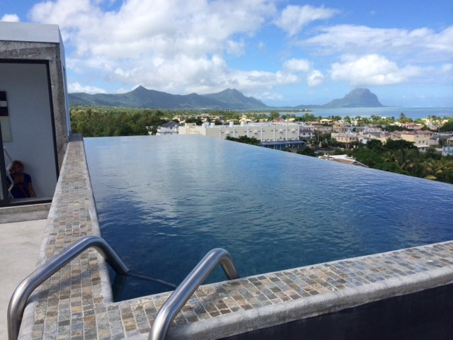 Design loft with private rooftop pool, holiday rental in Grande Riviere Noire