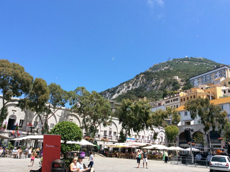 The apartment is within walking distance to Casemates Square and Ocean Village where restaurants are