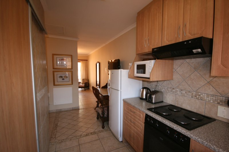 Twin Self-Catering One Bedroom Unit in Fourways, holiday rental in Lanseria