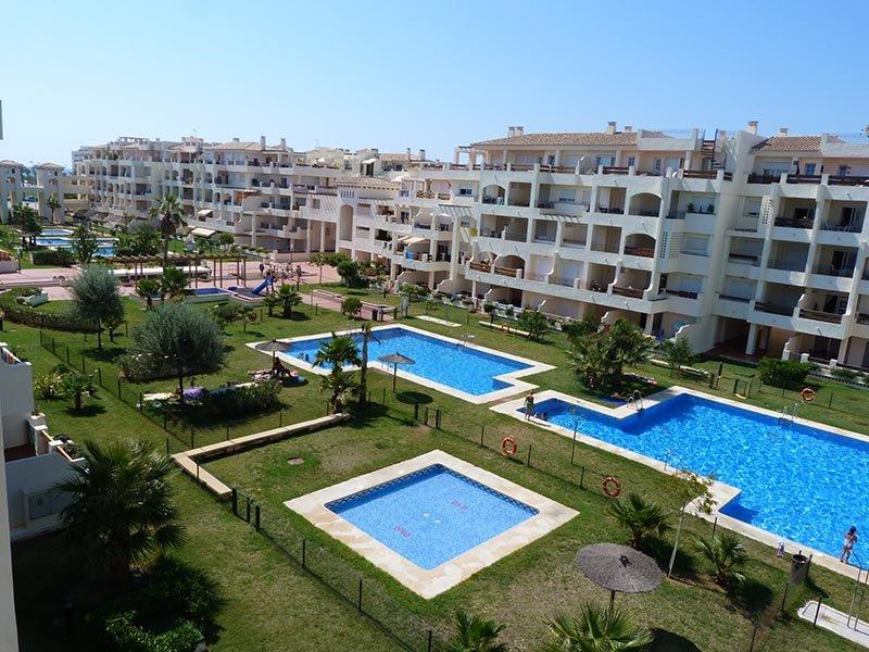 Apartamento,100m de playa, piscinas, zonas verdes, Ferienwohnung in Roquetas de Mar