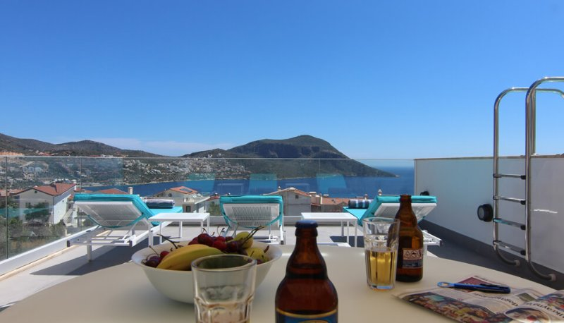Chill on your private roof terrace with private pool with an ice cold Efes