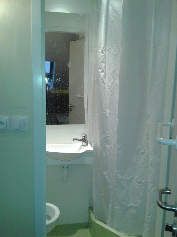seen bathroom Studio 14