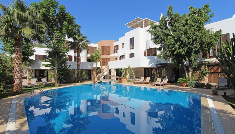 The Han Inn apartments with 185m2 private pool and mature gardens.