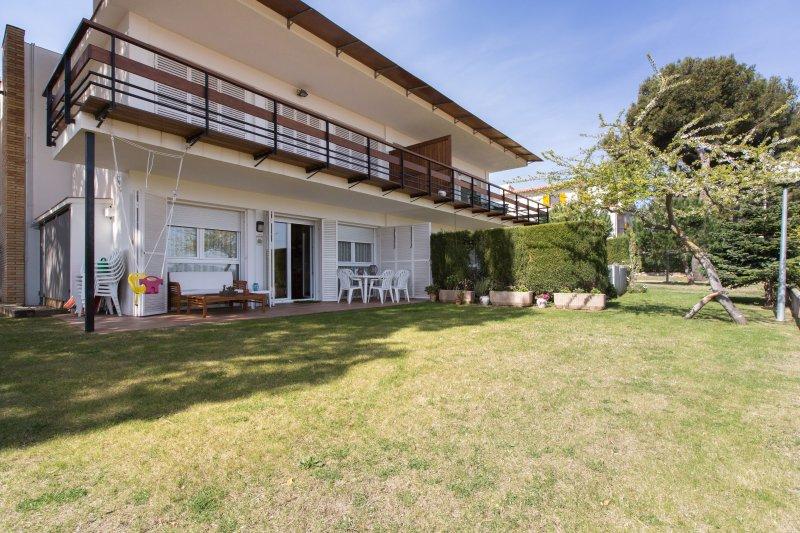 Holiday House next to the Beach, vacation rental in Vall-Llobrega