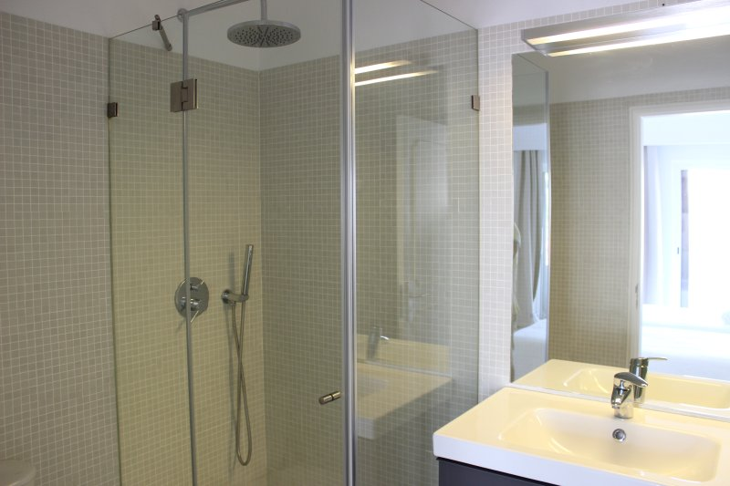 Triple Ensuite Bathroom with Shower
