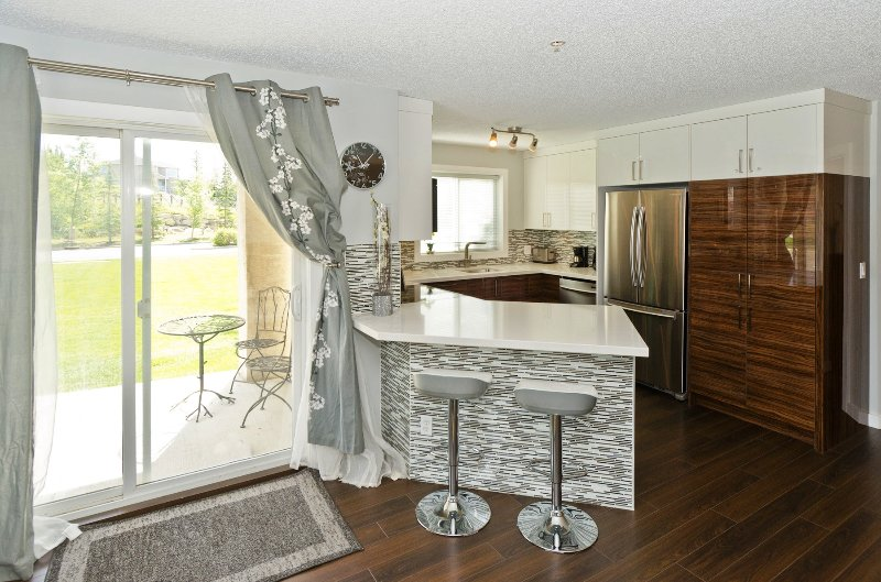 Beautiful eat in kitchen with high end appliances, soft close, high-gloss cabinets