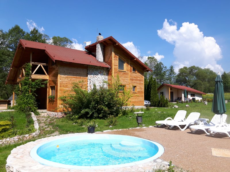 Holiday house and pool