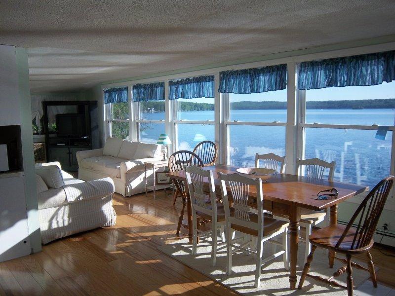 WATER FRONT HOME PANORAMIC VIEWS BOAT SLIPSLGDOCK, vacation rental in Sanbornton