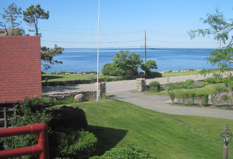 GLORIOUS OCEAN VIEWS FROM LOBLOLLY COVE - DECK - SEASIDE PATH TO BEACH AND TOWN, casa vacanza a Rockport