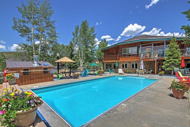 Genießen Sie die Gemeinschafts-Pool an sonnigen Tagen!