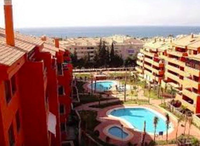 2 piscinas, juegos infantiles, y a 5 minutos de la playa, y a 3 de LIDL, Supersol...