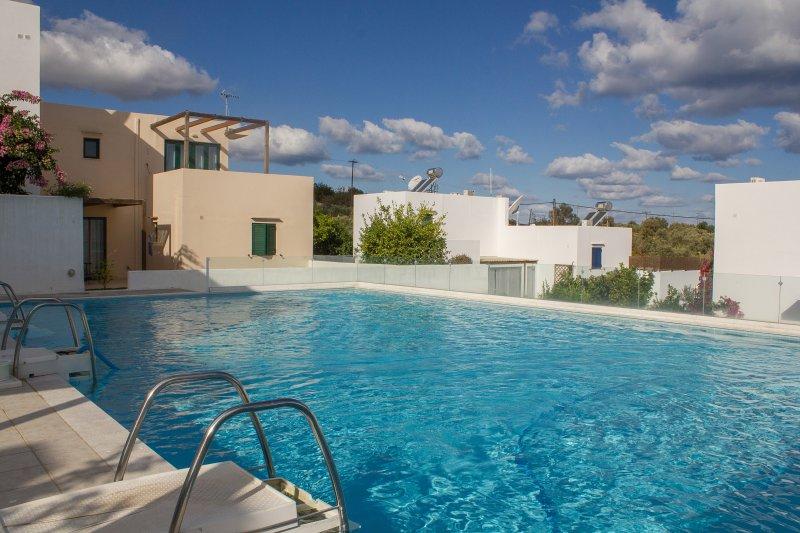 Ground Floor Apartment, Pool, 3km beach, Rethymno, vacation rental in Rethymnon