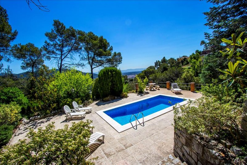 Catalunya Casas: Mountain villa Cova del Drac, 40 km to Barcelona city center!, vacation rental in Castellar del Valles