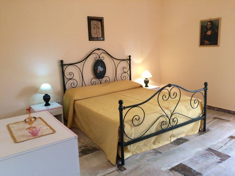 Camera matrimoniale con balcone / Double bedroom with balcony