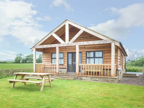 COQUET detached spacious chalet, private veranda with views, good touring, in, holiday rental in Longframlington