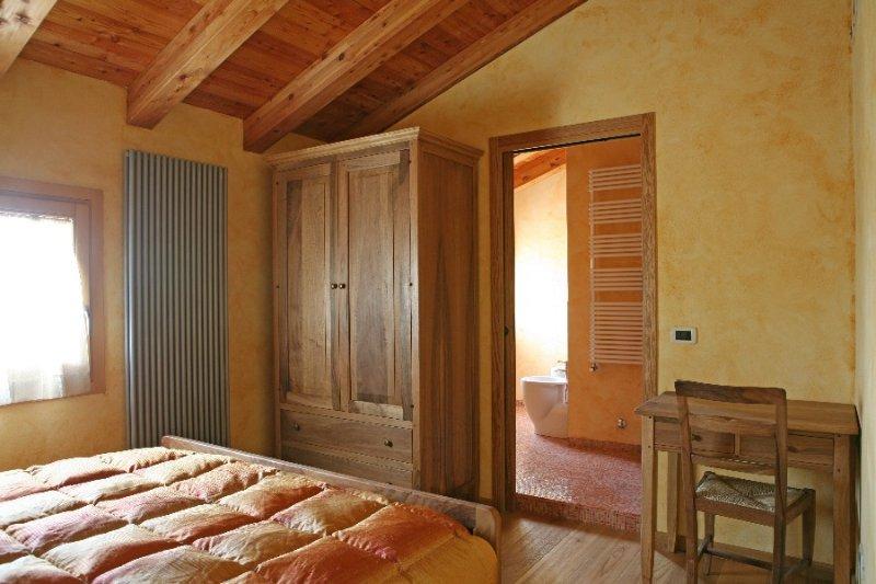 doube king size bedroom