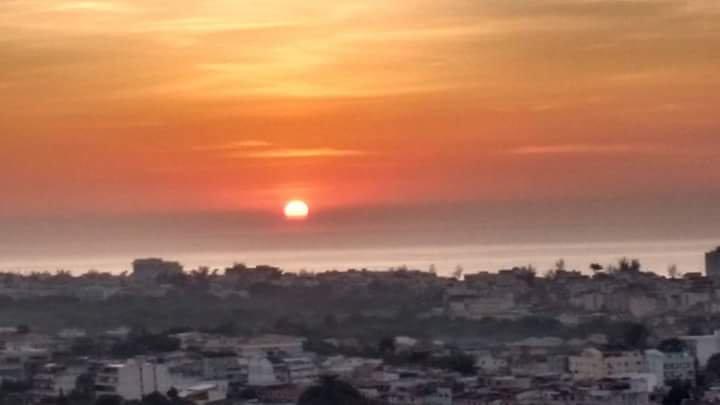 Vista Mar, foto tirada da sacada do apartamento, Sol Nascendo.