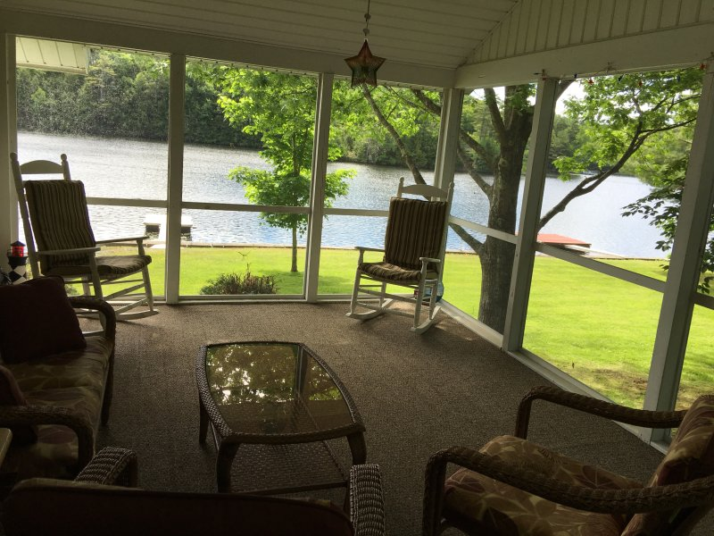 Beautiful lake house on Tacoma Lakes near Coast, vacation rental in Bowdoinham