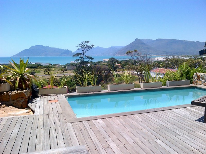 Private pool with uninterrupted views of Kommetjie beach and mountains.