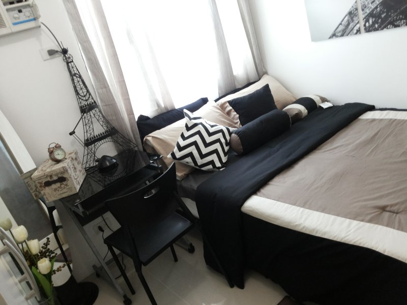 FULLY FURNISHED Luxury Condo for only $30., casa vacanza a Mandaluyong