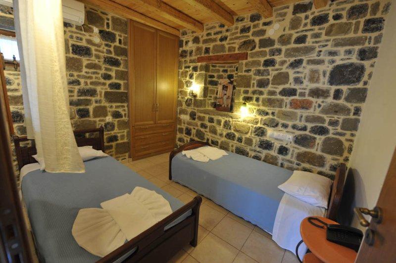 Equipped 2-bedroom maisonette -Andromeda, holiday rental in Tertsa