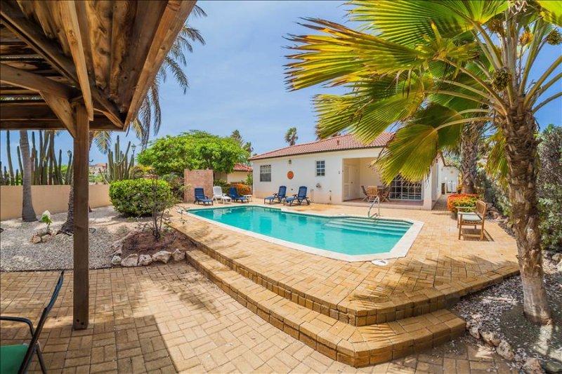 2-bedroom villa with pool at Tierra del Sol, casa vacanza a Arasji