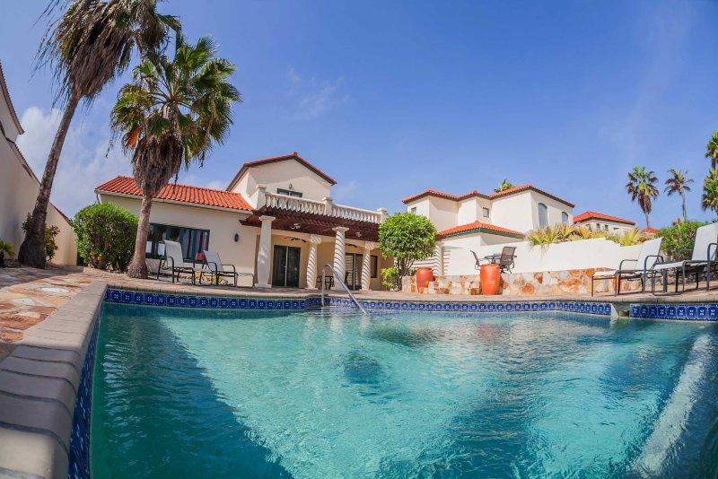 Luxury 2 story villa with 3 bedrooms ID: 16, casa vacanza a Arasji