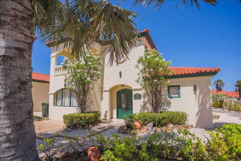 4 bedroom villa with golf and ocean view, casa vacanza a Arasji