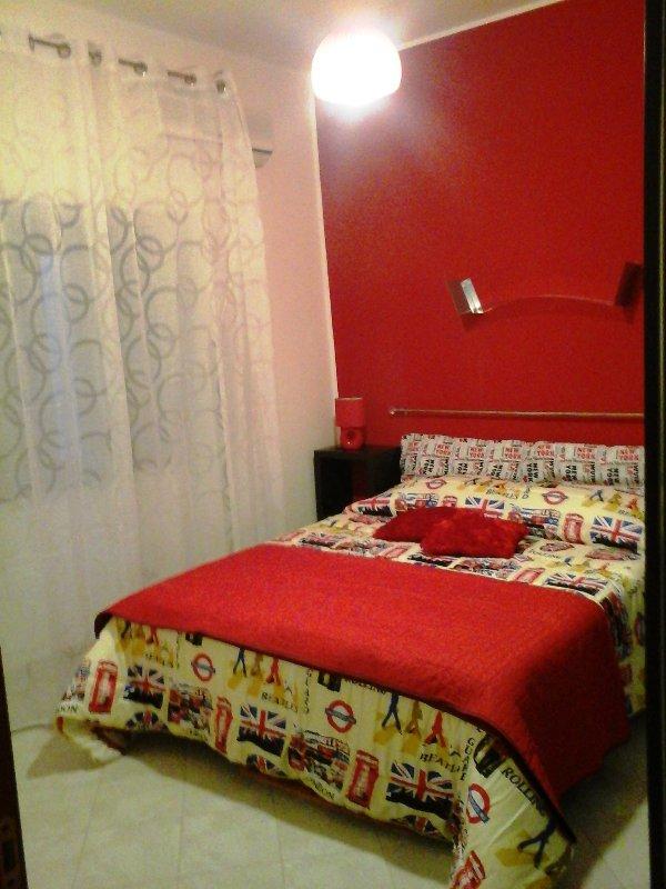 camera matrimoniale, climatizzata, zanzariere, vetricamera, armadio e cassettiera, tv led 32'