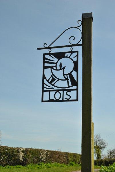 The entrance to Lois Farm.