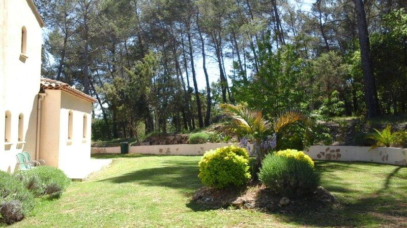 jardin arrière de la maison