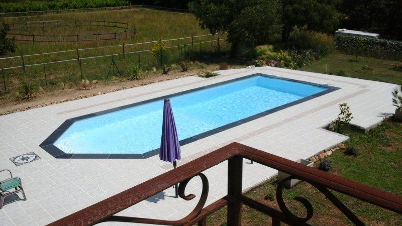 piscine vue du balcon des chambres