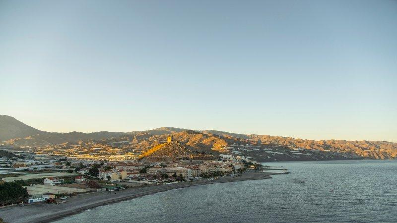 Edificio Centrico Pequeño, tranquilo cerca del mar, alquiler de vacaciones en Gualchos