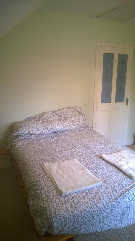 Camera da letto con vista sul giardino