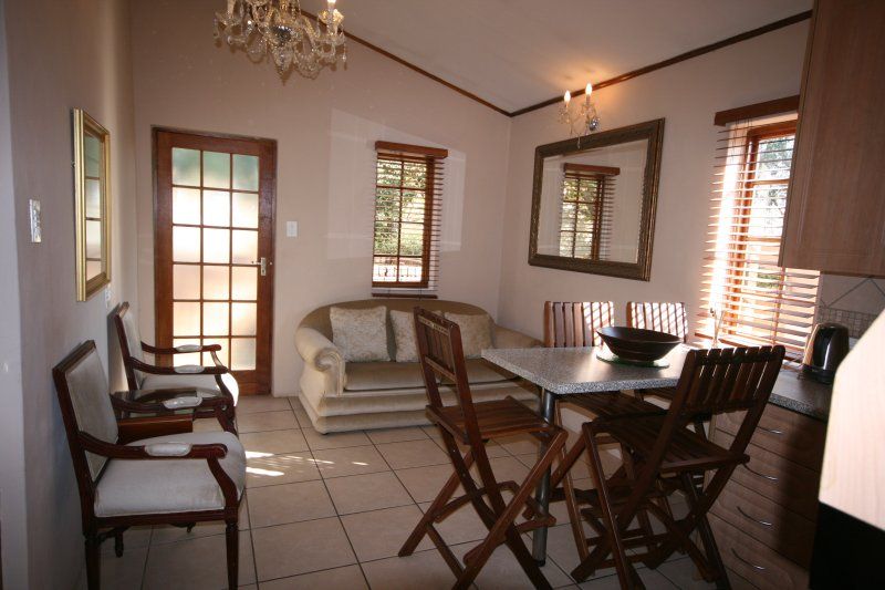 3 Bedroom Self-Catering Unit in Fourways, holiday rental in Lanseria
