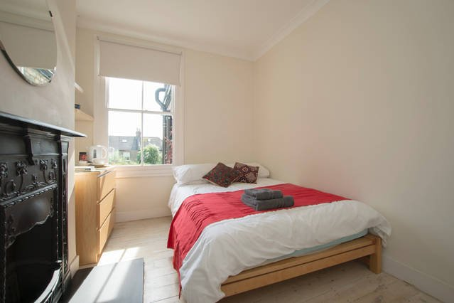 BRIGHT COSY ROOM CLOSE TO CENTRAL LONDON, holiday rental in Wood Green