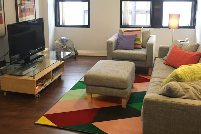 Zingy decor sets the City tone at Monument Apartments.