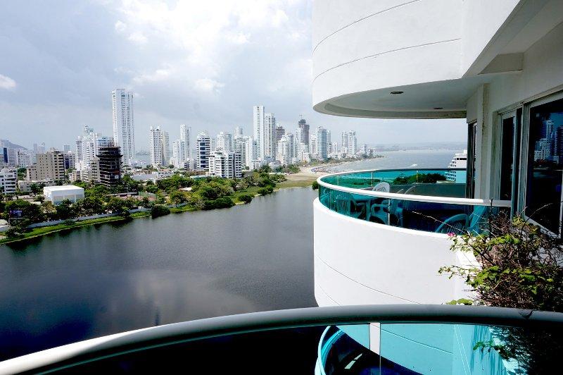 Spacious, breathtaking Views of Bocagrande, Beach, vacation rental in Cartagena